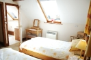 Stable Holiday Cottage Twin Bedroom
